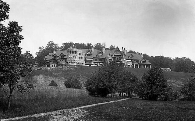 """""""קוטג'"""" הקיץ בן 100 החדרים של פלפס סטוקס בסטוקברידג', מסצ'וסטס, שהיה הבית הפרטי הגדול ביותר בארצות הברית (צילום: אוסף החברה ההיסטורית של גרט בארינגטון)"""