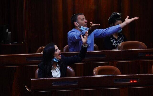 מתן כהנא ואיילת שקד בעת ההצבעה על פסקת ההתגברות ב-5 באוגוסט 2020 (צילום: עדינה ולמן, דוברות הכנסת)