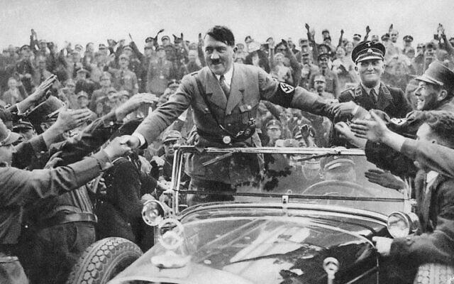 אדולף היטלר נהנה מהערצת ההמון (צילום: רשות הציבור)