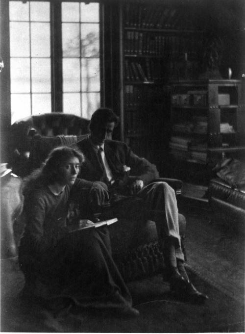 רוז פסטור וגראהם סטוקס ביום חתונתם, 18 ביולי 1905 (צילום: מסמכי רוז פסטור סטוקס/כתבי יד וארכיונים, ספריית אוניברסיטת ייל)