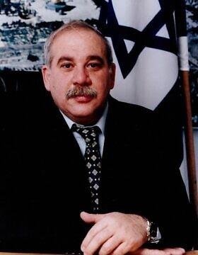 אהרן דומב (צילום: איילת אלון, ויקיפדיה)