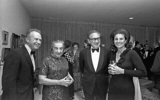 ראש הממשלה גולדה מאיר והנרי קיסינג'ר, לצדם של יצחק רבין ורעייתו לאה (צילום: לשכת העיתונות הממשלתית/משה מילנר)
