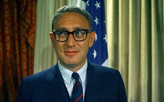 """תמונת ארכיון: ד""""ר הנרי קיסינג'ר, פרופסור לממשל באוניברסיטת הרווארד, שנראה כאן בדצמבר 1968, מונה לעוזר לענייני ביטחון לאומי של הנשיא ניקסון (צילום: AP)"""