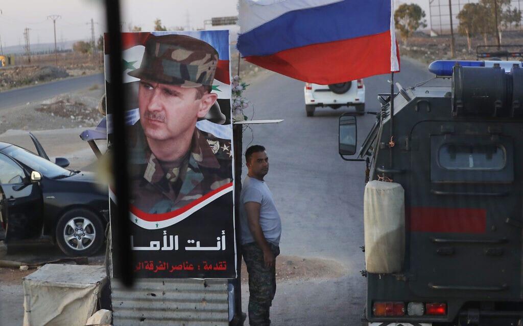 רכב צבאי רוסי עובר בצ'ק פוינט סורי, אוגוסט 2018 (צילום: AP Photo/Sergei Grits)