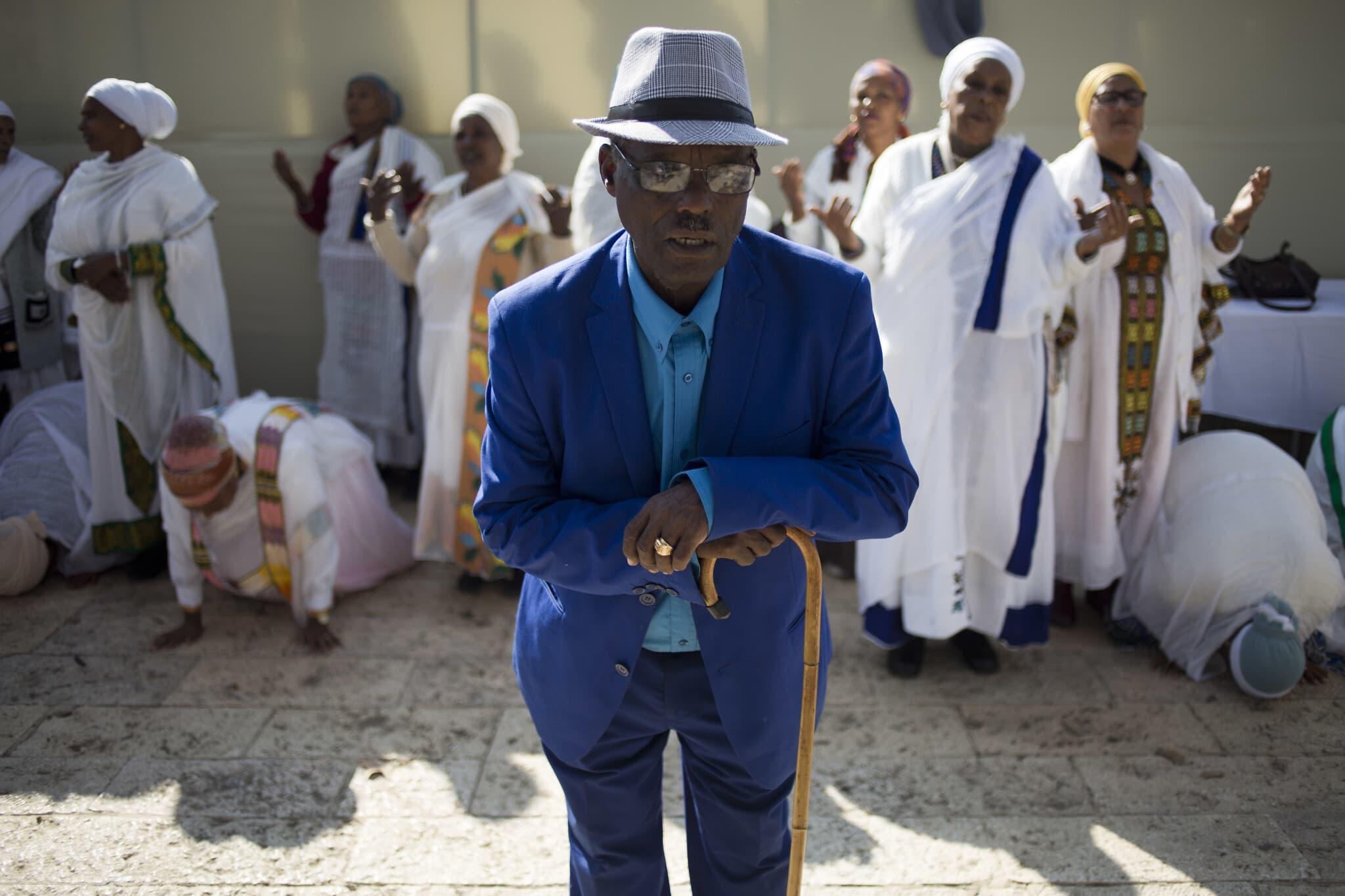 יהודי אתיופיה מתפללים במהלך הסיגד, חג שחגגה בעיקר הקהילה היהודית מאתיופיה, בירושלים, 2018. הסיגד, שמסמל את קבלת התורה, הפך לחג לאומי ישראלי בשנת 2008 (צילום: AP Photo / Ariel Schalit)