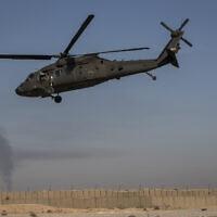 מסוק ממריא מבסיס צבאי אמריקאי במזרח סוריה; צילום ארכיון – אין קשר לדיווח (צילום: Darko Bandic, AP)