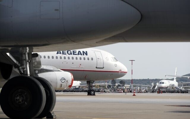 מטוסים של חברת איגיאן איירליינס היוונית (צילום: AP Photo/Thanassis Stavrakis)