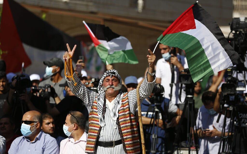 הפגנה נגד חזון טראמפ למזרח התיכון בכפר טורמוסאיה בגדה המערבית ליד רמאללה, 19 באוגוסט 2020 (צילום: AP Photo/Majdi Mohammed)