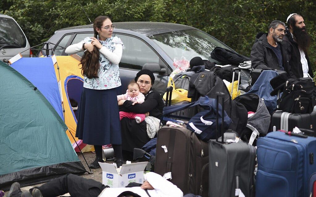 חסידי ברסלב שנתקעו בגבול בין בלארוס לאוקראינה, 15 בספטמבר 2020 (צילום: TUT.by via AP)
