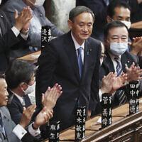 יושיהידה סוגה לאחר שנבחר על ידי הפרלמנט היפני לראש ממשלה, 16 בספטמבר 2020 (צילום: Koji Sasahara, AP)