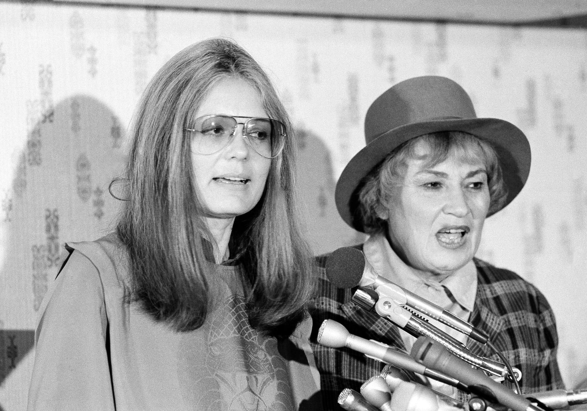 בלה אבצוג וגלוריה סטיינם ב-1979 (צילום: AP Photo/Harvey Georges)