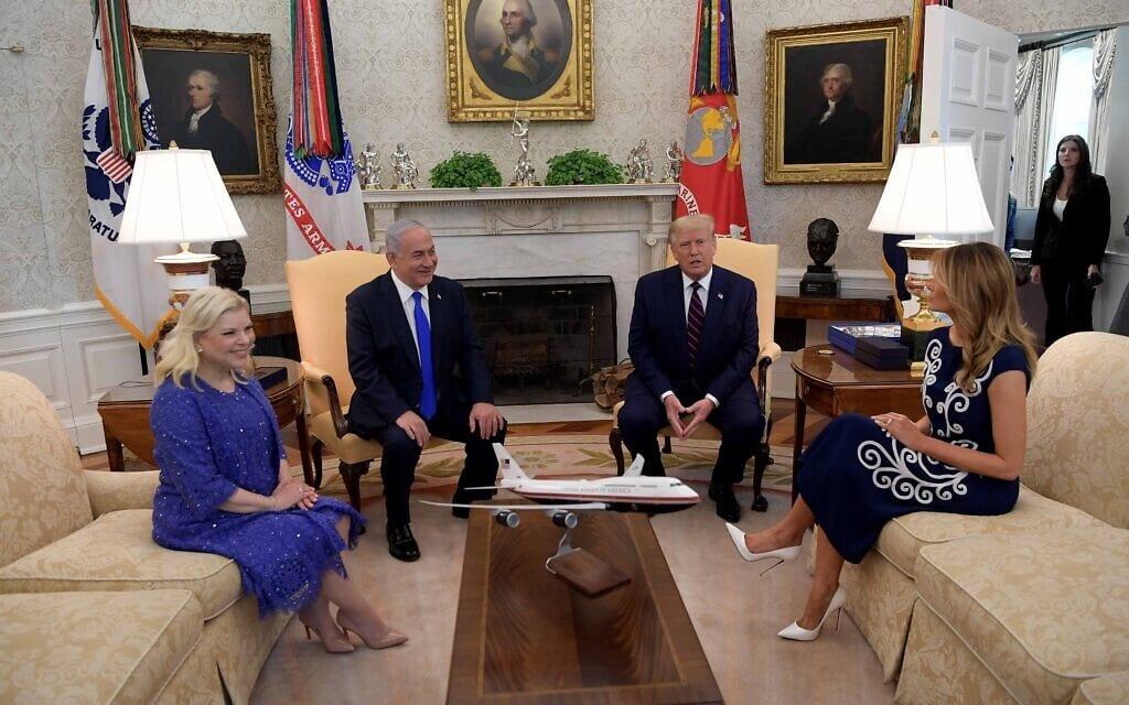 """בני הזוג נתניהו וטראמפ נפגשים לפני חתימה על השלום עם האמירויות ובחריין, 15 בספטמבר 2020 (צילום: אבי אוחיון / לע""""מ)"""