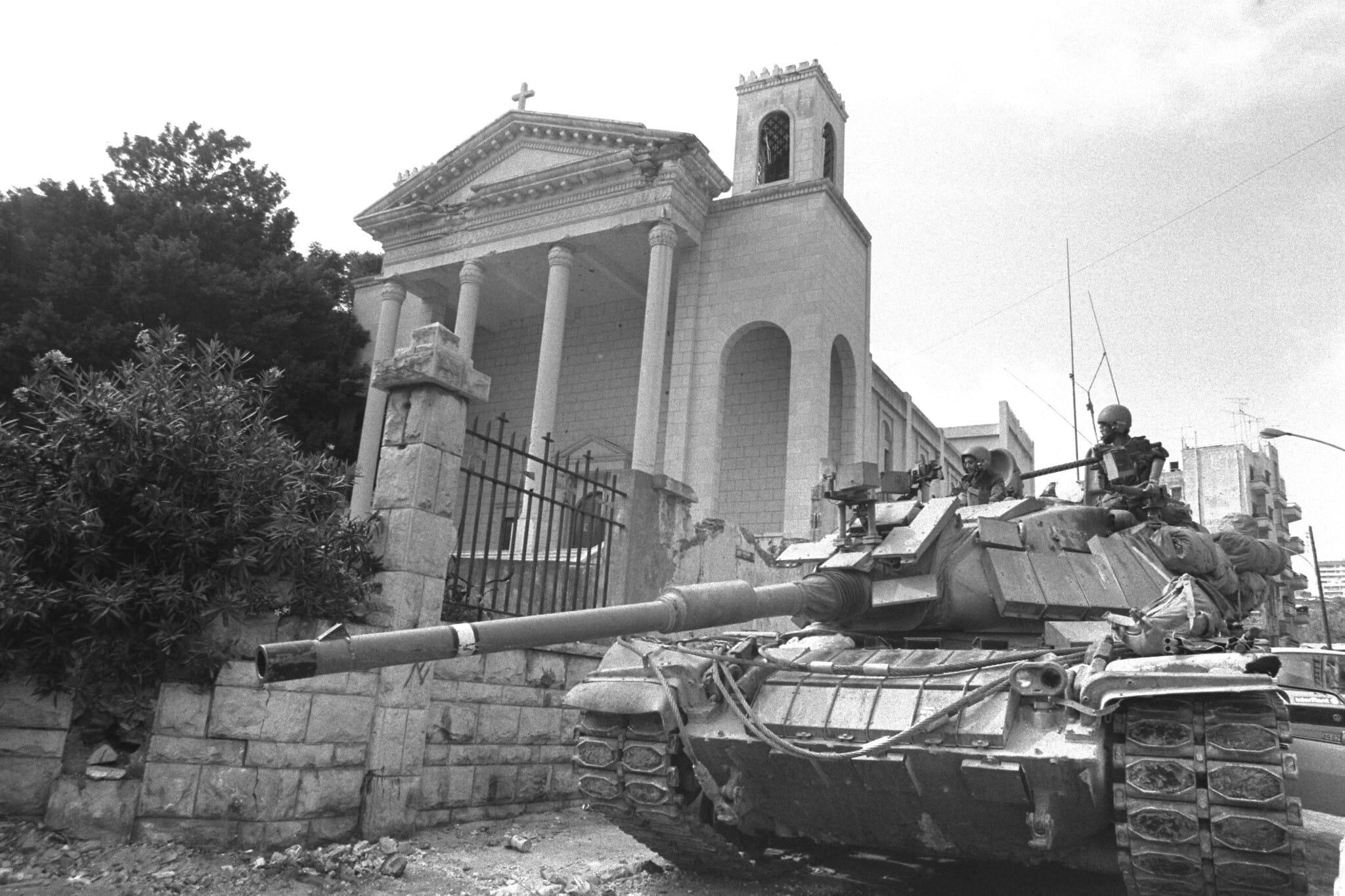טנק ישראלי ליד אזור המוזיאון של ביירות, 8 באוגוסט 1982 (צילום: לשכת העיתונות הממשלתית/יעקב סער)