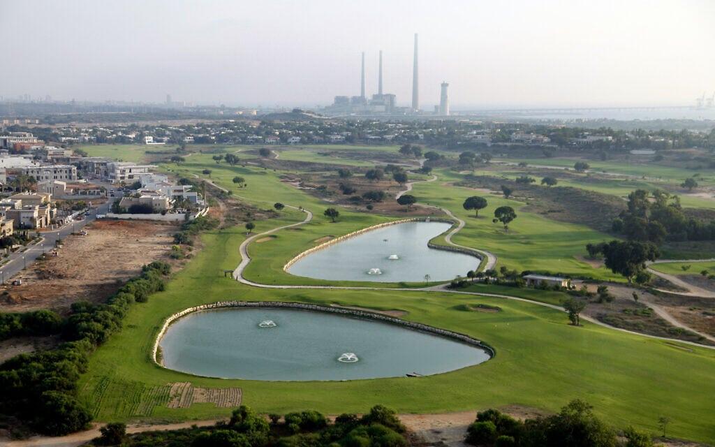 מגרשי הגולף בקיסריה (צילום: משה שי/פלאש90)