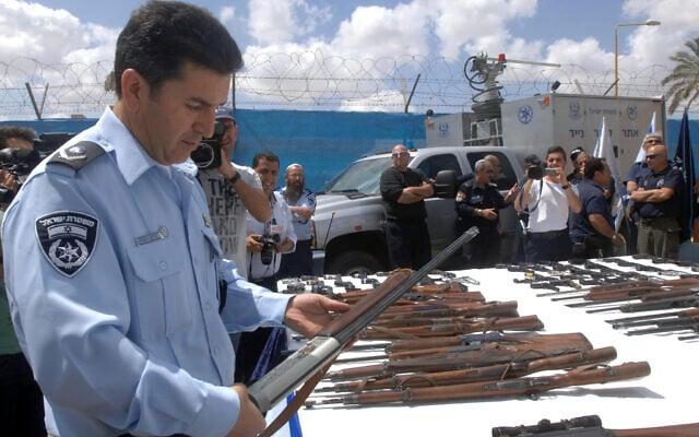 תמונת ארכיון מ-2014: מבצע איסוף נשק לא חוקי של המשטרה (צילום: פלאש 90)