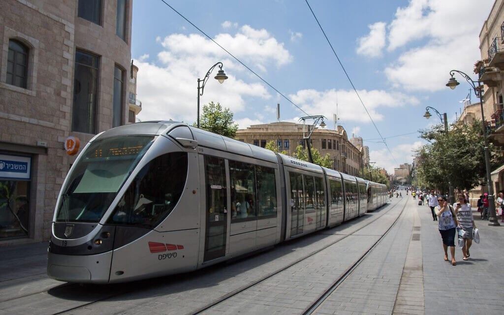 הרכבת הקלה בירושלים בימים של לפני מגפת הקורונה (צילום: יונתן זינדל/פלאש90)