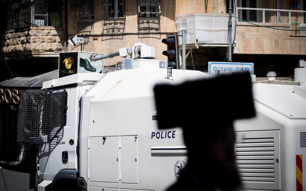 אילוסטרציה, רכב משטרתי לפיזור הפגנות מוצב ליד הפגנה חרדית בירושלים, 2018 (צילום: Noam Revkin Fenton/Flash90)