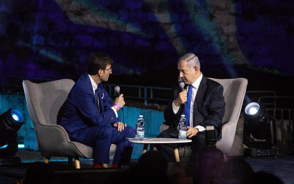 בנימין נתניהו ועורך ישראל היום, בועז ביסמוט (צילום: Aharon Krohn/Flash90)