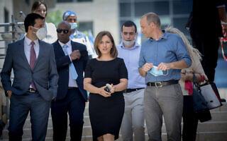 השרה החדשה להגנת הסביבה, גילה גמליאל, מגיעה לטקס החלפת השר, שהתקיים במשרד להגנת הסביבה בירושלים ב-18 במאי 2020 (צילום: יונתן זינדל / פלאש 90)