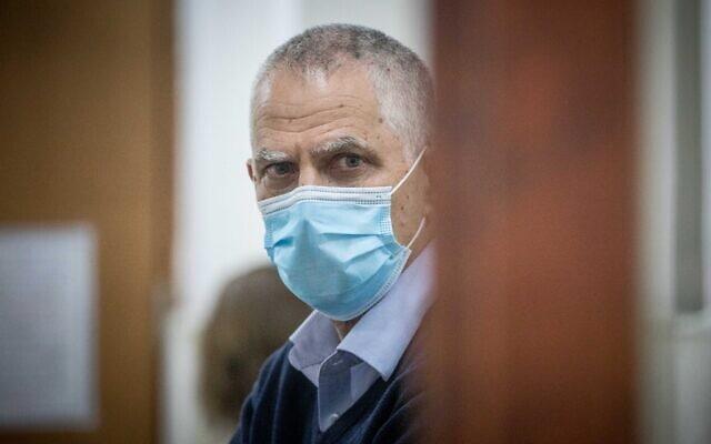 ארנון (נוני) מוזס בבית המשפט המחוזי עם פתיחת משפטו, ב-24 במאי 2020 (צילום: יונתן זינדל/פלאש90)