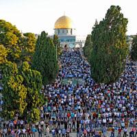תפילה במתחם אל-אקצא בעיר העתיקה בירושלים. יולי 2020 (צילום: Sliman Khader/Flash90)