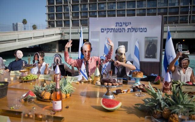 מיצג מחאה נגד הממשלה בכיכר רבין בתל אביב, 6 בספטמבר 2020 (צילום: מרים אלסטר, פלאש 90)