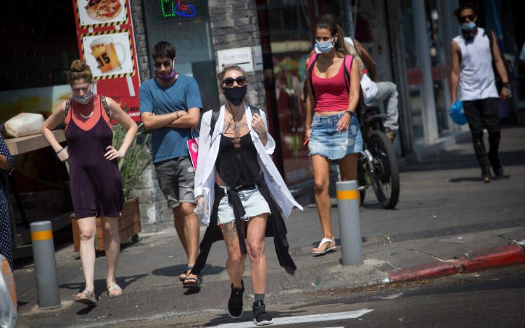 הולכי רגל בתל אביב, 16 בספטמבר 2020 (צילום: מרים אלסטר, פלאש 90)