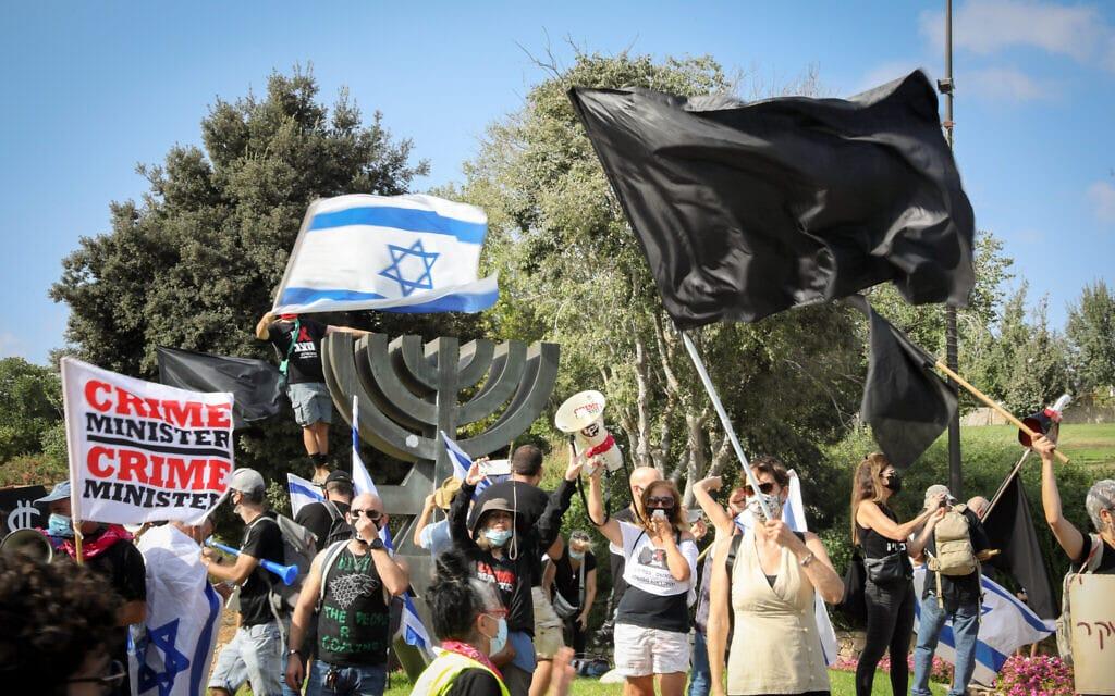 הפגנה נגד נתניהו מחוץ לכנסת, 24 בספטמבר 2020 (צילום: אוליבייה פיטוסי / פלאש 90)