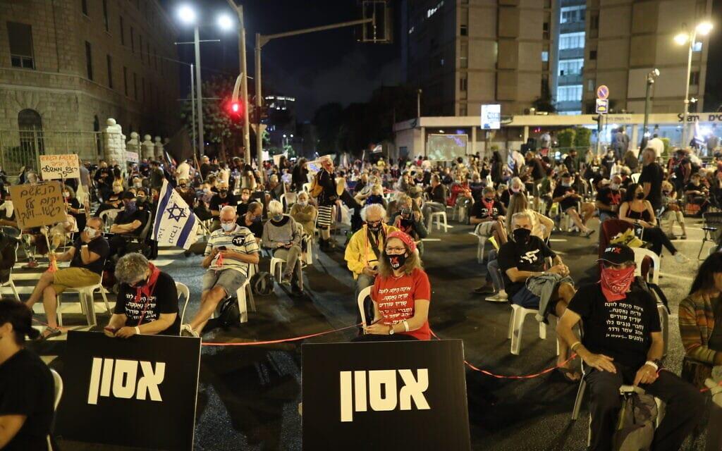 הפגנה נגד נתניהו מחוץ לבלפור, 24 בספטמבר 2020 (צילום: יונתן סינדל / פלאש 90)