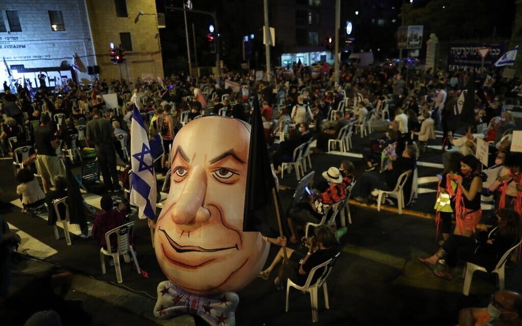 הפגנה נגד נתניהו מחוץ לבלפור בירושלים, 24 בספטמבר 2020 (צילום: יונתן סינדל / פלאש 90)