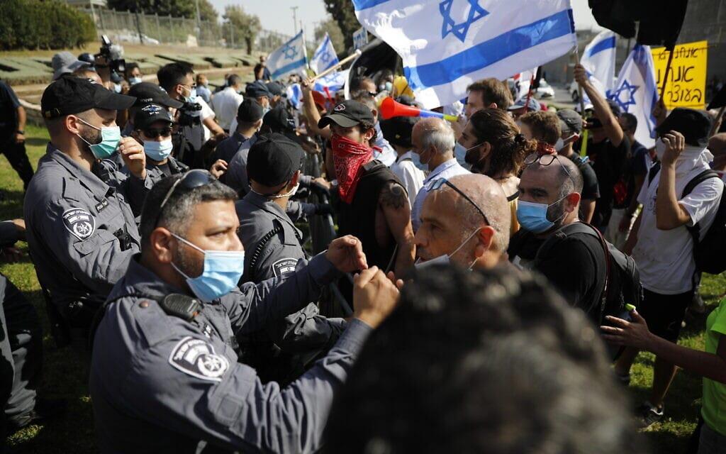 הפגנה נגד נתניהו מחוץ לכנסת, 29 בספטמבר 2020 (צילום: אוליבייה פיטוסי / פלאש 90)