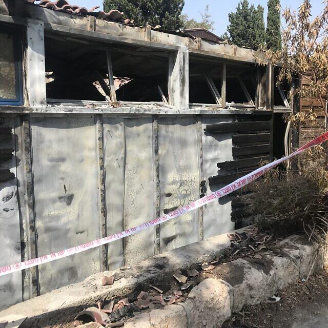 השריפה בבית הספר בנווה שלום (צילום: אמיר בן-דוד)