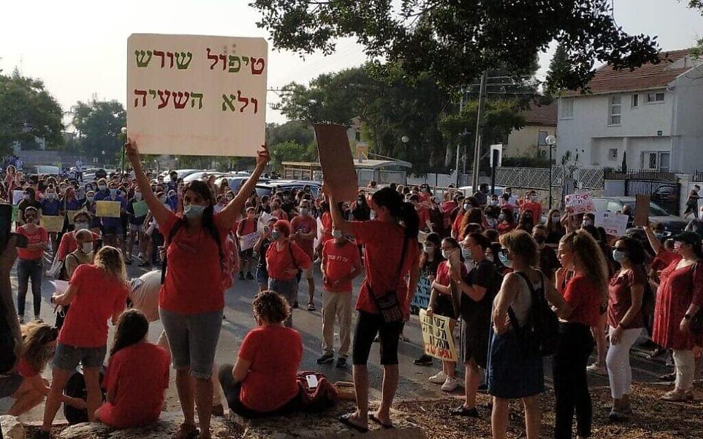 הפגנת הורים מול עיריית כפר סבא. 8 בספטמבר 2020 (צילום: דורית ברק)