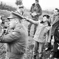 """יצחק רבין ודוד אלעזר, 1964 (צילום: לע""""מ, ארכיון צה""""ל)"""