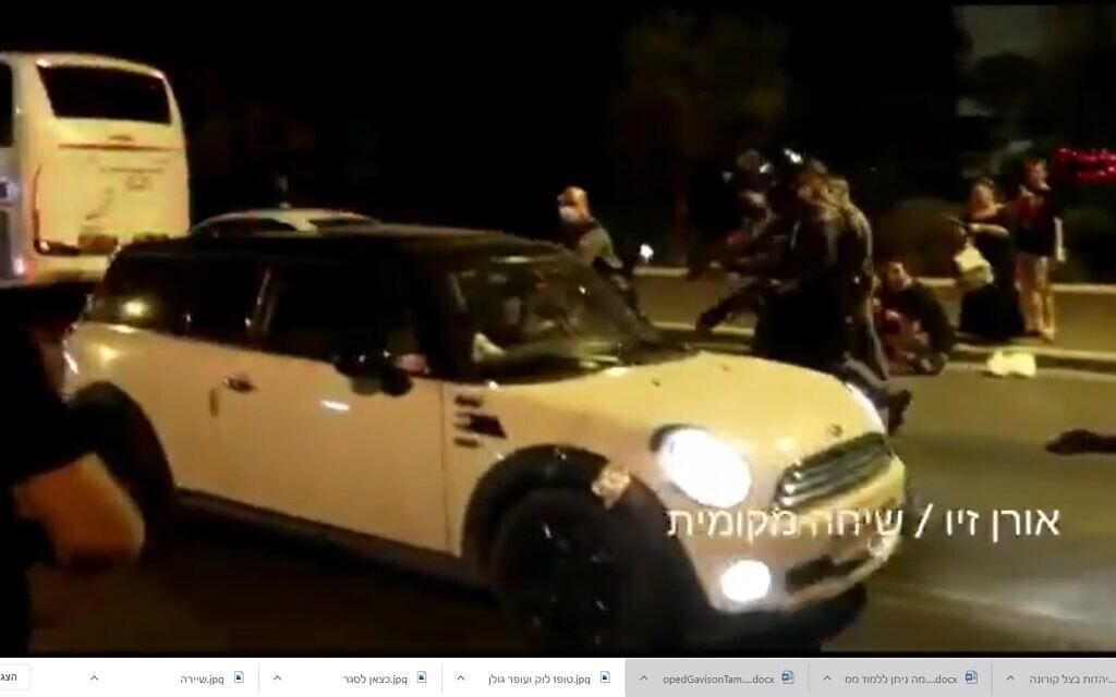 צילום מסך מסרטון של אורן זיו על מעצר הנהג ששעט לתוך קבוצת מפגינים בבלפור