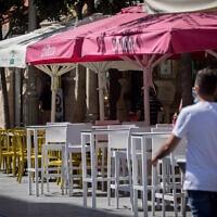 מסעדות ריקות ברחובות ריקים בירושלים, בשל הסגר, 20.9.2020 (צילום: יונתן סינדל, פלאש 90)