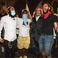 """בהפגנה בבלפור (צילום: יאיר מיוחס, מתוך עמוד הפייסבוק של """"קומי ישראל"""")"""