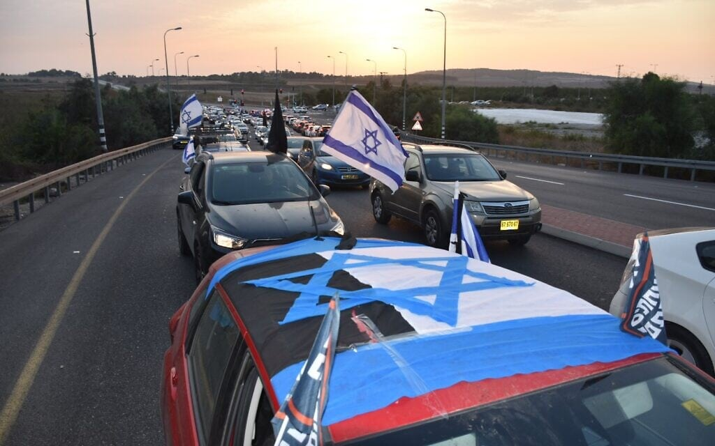 השיירה להפגנה בירושלים (צילום: מיכה לפידות / טוויטר)