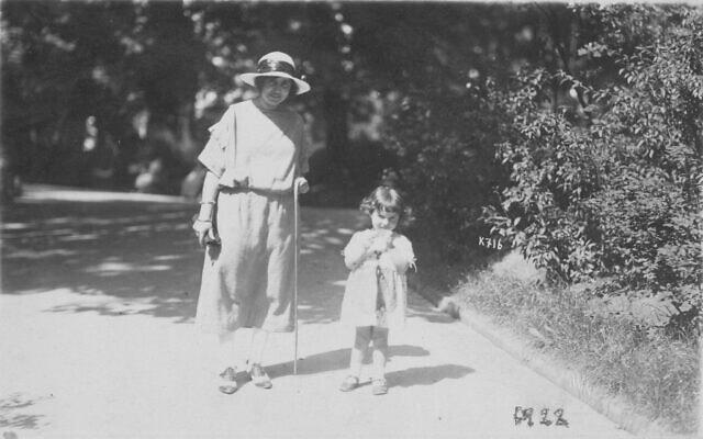 פרנסי רבינק ואמה יוספה, אוגוסט 1922 (צילום: באדיבות הלן אפשטיין)