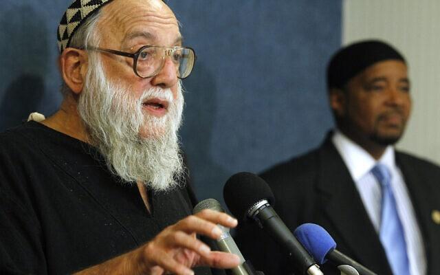 הרב ארתור אושן וסקו מדבר בוושינגטון, 17 באוגוסט 2010 (צילום: AP Photo/Charles Dharapak)