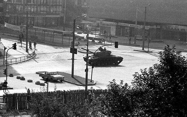 ההפיכה הצבאית בתורכיה ב-12 בספטמבר 1980 (צילום: AP Photo/Burhan Ozbilic)