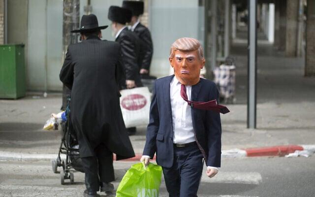 אילוסטרציה, תחפושת טראמפ ברחובות בני ברק, פורים 2017 (צילום: AP Photo/Ariel Schalit)