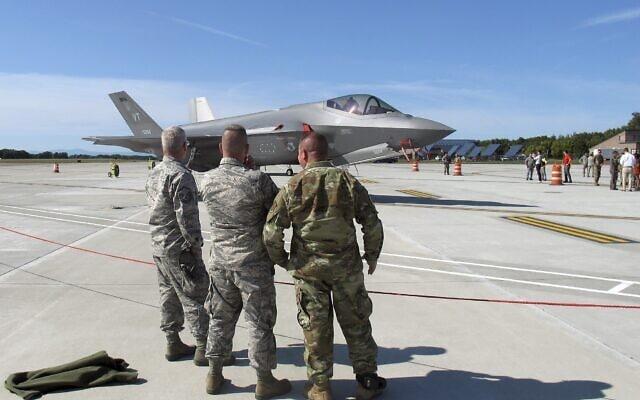 אילוסטרציה, מטוסי ה-F-35 הראשונים שהגיעו לבסיס המשמר הלאומי של ורמונט בדרום ברלינגטון, ספטמבר 2019 (צילום: AP Photo/Wilson Ring)