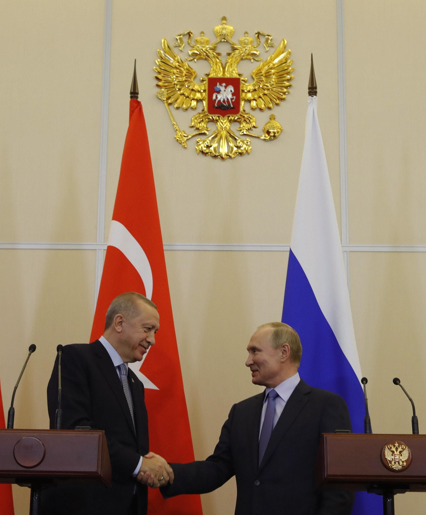 חתימת ההסכם בין פוטין לארדואן, 22 באוקטובר 2019 (צילום: Turkish Presidential Press Service/Pool Photo via AP)
