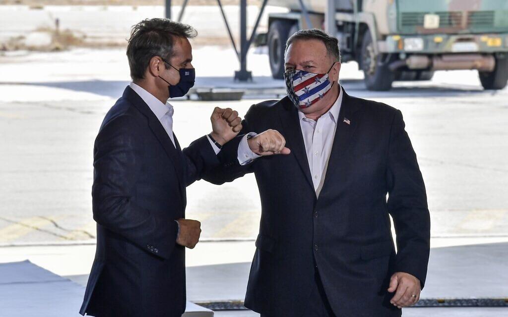 מזכיר המדינה האמריקאי מייק פומפאו וראש ממשלת יוון קיריאקוס מיטסוטקיס (צילום: Aris Messinis/Pool viaAP)