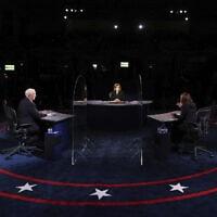 סגן נשיא ארצות הברית מייק פנס והסנאטורית קמלה האריס בעימות בחירות בסולט לייק סיטי ביוטה, 7 באוקטובר 2020 (צילום: Justin Sullivan/Pool via AP)