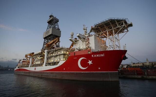 ספינה טורקית המשמשת לחיפוש גז טבעי בעומק הים, נמל איסטנבול, אוקטובר 2020 (צילום: AP Photo/Emrah Gurel)