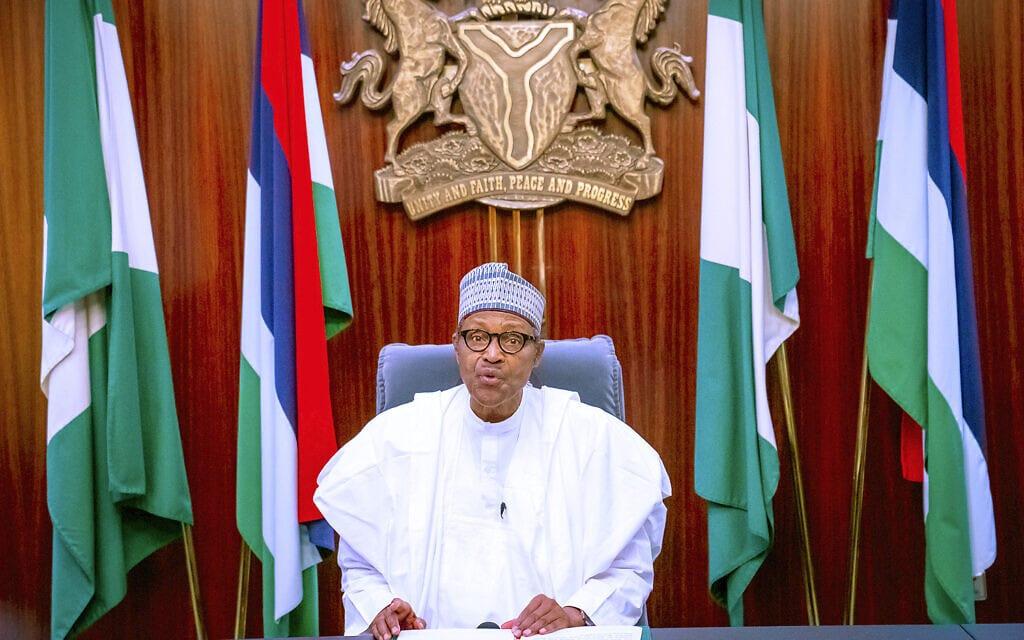 נשיא ניגריה, מוחמדו בוהארי, פונה לאומה בשידור חי בטלוויזיה, יום חמישי, 22 באוקטובר 2020, בניסיון כושל להרגיע את הרוחות (צילום: Bayo Omoboriowo / Nigeria State House דרך AP)