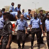 אילוסטרציה, כוחות משטרה ניגריים מאבטחים את הבחירות שם ב-2015, בתגובה למחאה חברתית (צילום: AP Photo/Olamikan Gbemiga)
