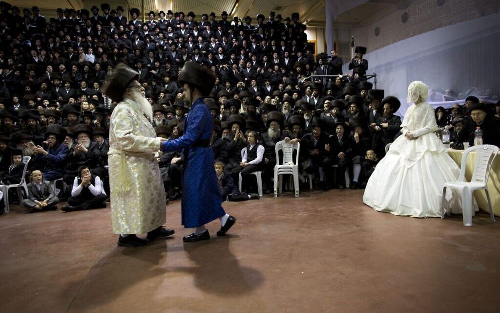 אילוסטרציה, חתונה חרדית בניו יורק ב-2016, למצולמים אין קשר לנאמר (צילום: AP Photo/Oded Balilty)